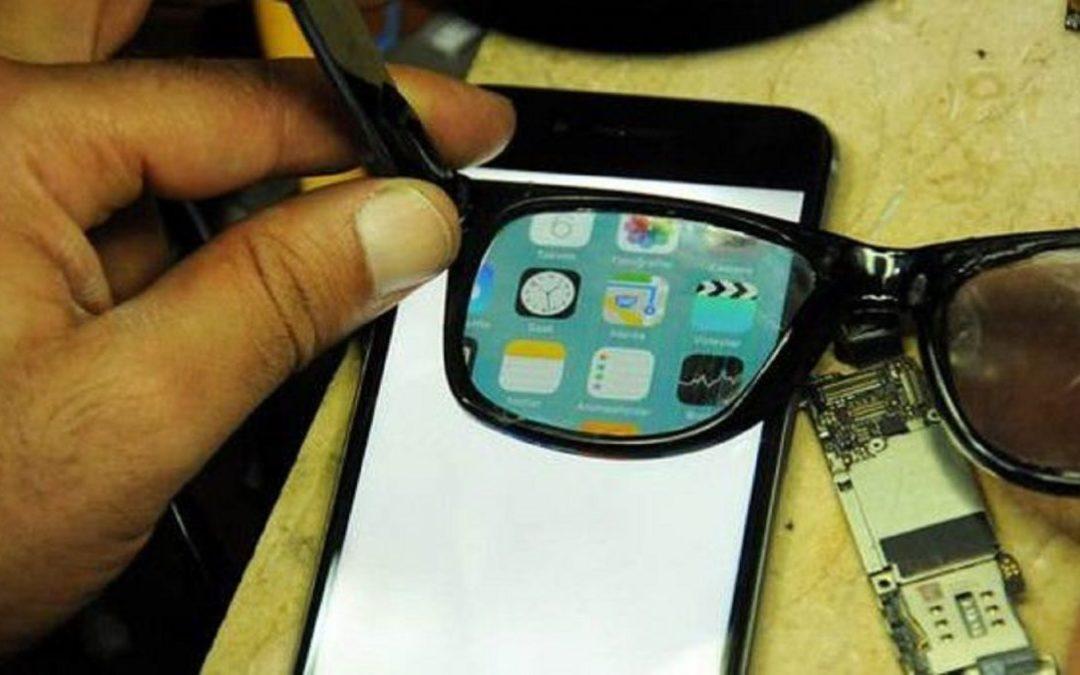 Occhiali che rendono visibile solo a voi lo schermo del cellulare